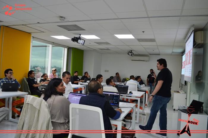 Felicidades a todos los profesionales del mundo de las TICs que se atrevieron a ser parte de este desafio Hack Rock Day