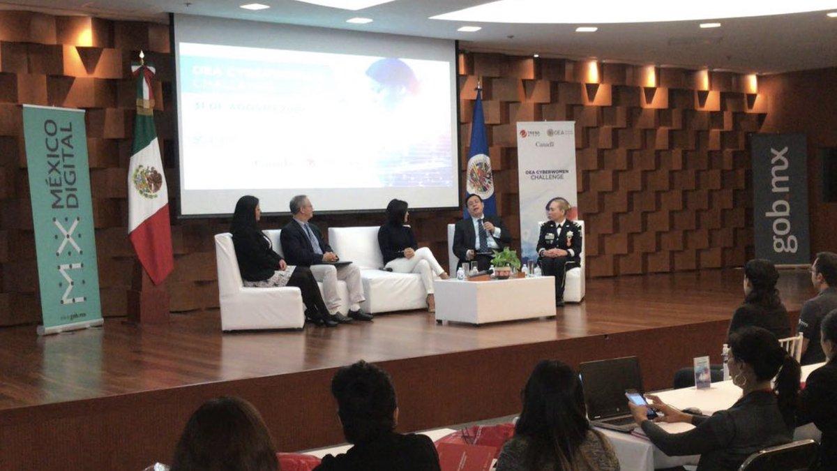 El panel de bienvenida para todos los participantes al #OEACyberWomenChallenge